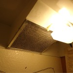 Tutorial: How to change the air filter and light bulb cover on your range hood